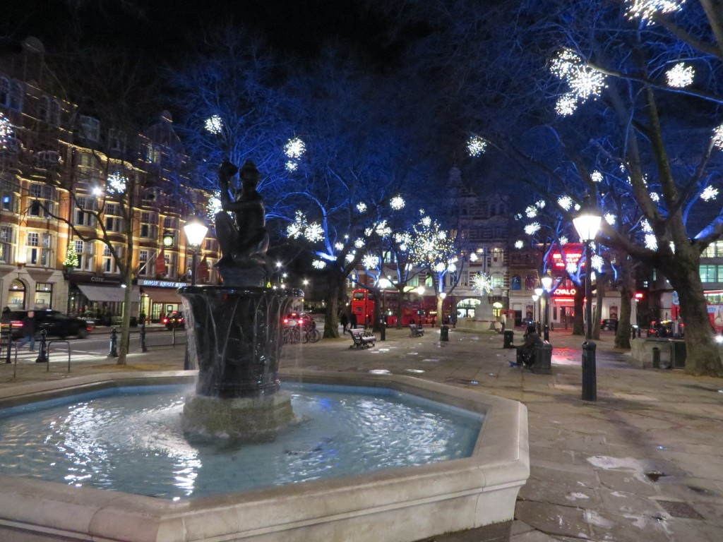 Venus fountain, London, Christmas Lights in Sloane Square, bicycle tour, Christmas lights bicycle tour in London