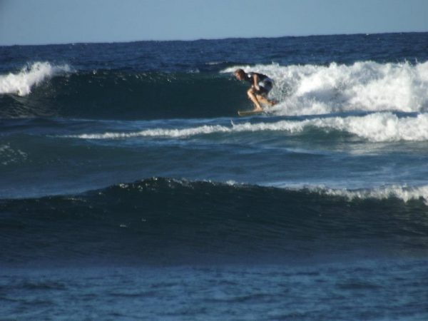 surfing in martinique, plage des surfeurs
