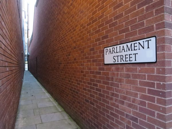 Parliament street, Exeter, Narrowest street in the world, things to do in Exeter