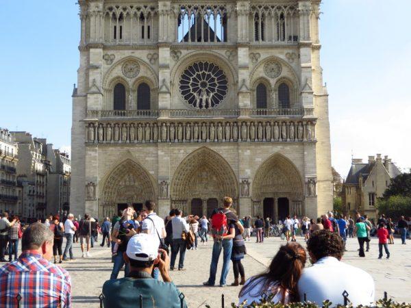 Notre Dame, Paris, tourists